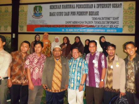 Foto Bareng Pak Onno W Purbo, Pakar Internet Indonesia