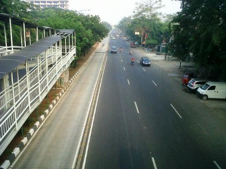 Suasana Jalan Pemuda Rawamangun Jakarta Timur di Minggu Pagi