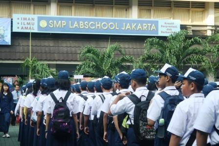 Siswa Baru kelas 7 Berkumpul di lapangan Upacara