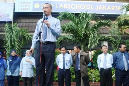 Kepala SMP Labschool Jakarta, Pak Ali Chudori Memberikan Pengarahan