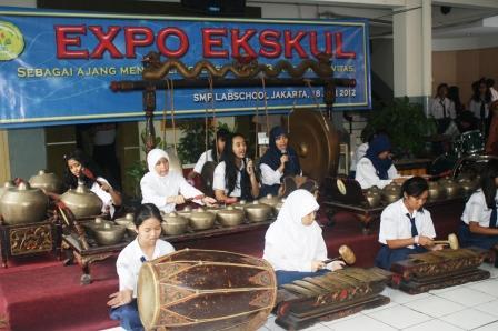 Siswa peserta Ekskul Karawitan membuka Acara Expo Ekskul
