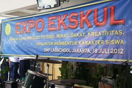 Spanduk Kegiatan Expo Ekskul di Rumah Keduaku