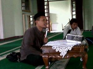 Ustadz  Munir di Masjid Baitul Ilmi Labschool Jakarta Rawamangun