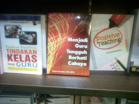 Menjadi Guru Tangguh Berhati Cahaya telah tersedia di toko buku Gramedia seluruh Indonesia