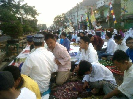 Sholat Idul Fitri di jl Jamika Bandung