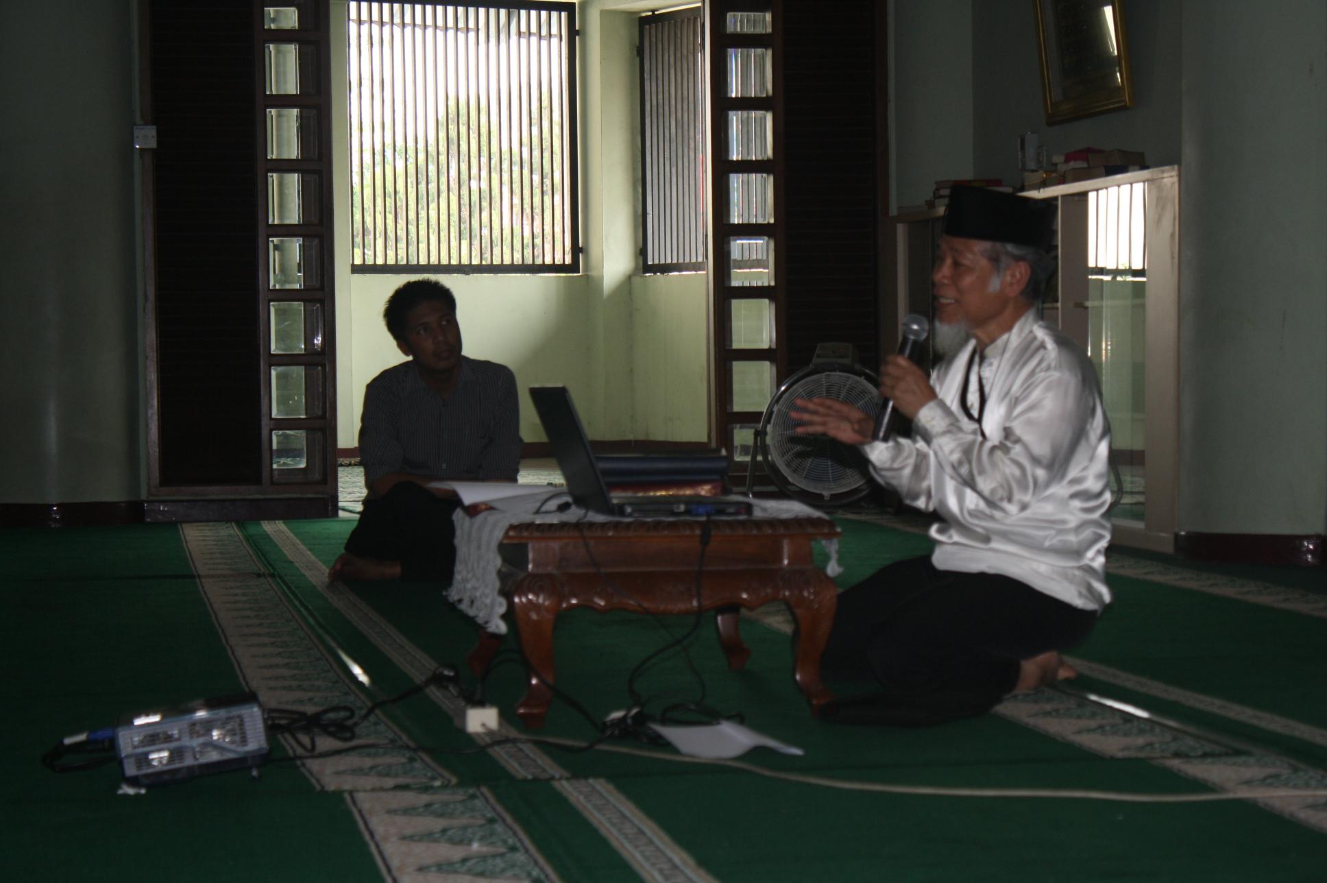 Abdullah hehamahua, penasehat KPK di masjid Baitul Ilmi Labschool jakarta