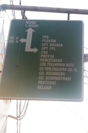 Petunjuk Jalan di Kampus UNJ