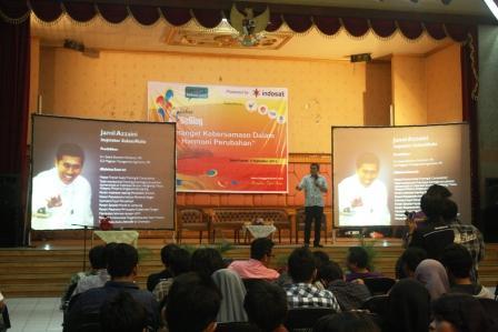 Pak jamil azzaini di Acara Hut Blogger Bekasi