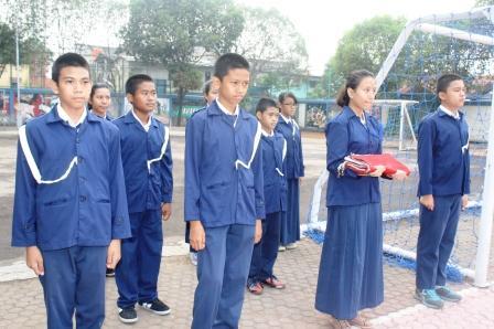 Petugas Paskibra Upacara Bendera di SMP Labschool Jakarta