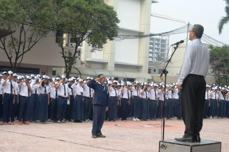 Upacara Bendera dipimpin oleh Kepala SMP Labschool Jakarta, Bapak H. Ali Chudori, S.Pd, MM