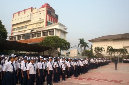 Upacara Bendera di SMP Labschool Jakarta, Senin 24 September 2012