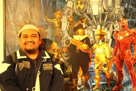 Omjay di Depan Lukisan finalis Jakarta Art Award 2012