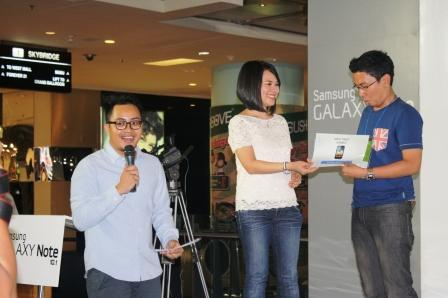 Pemenang door prize di acara peluncuran galaxy note