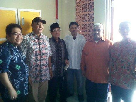 Foto Bersama dengan Pak Azwar  Anas