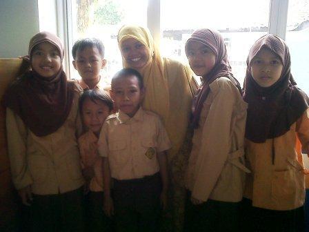 Keakraban guru dan Murid di SD Batutis Al Ilmi Bekasi