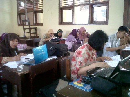 Mahasiswa UT Jurusan PGSD di SMPN 1 Tarumajaya