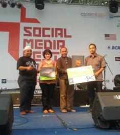 Dedi Dwitagama, Pemenang Guraru Award Acer 2012
