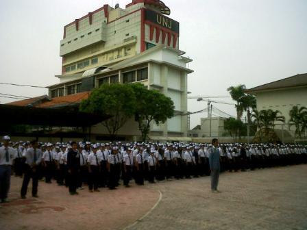 Upacara Bendera di SMP-SMA Labschool Jakarta