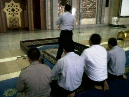 sholat Berjamaah di islamic Center Kramat Tunggak Tanjung Priok