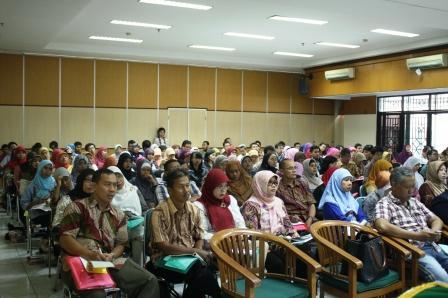 Peserta Seminar Nasional di Kampus UNJ Rawamangun