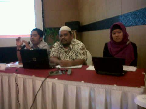 Gaya Omjay ketika Presentasi Blog di Bali