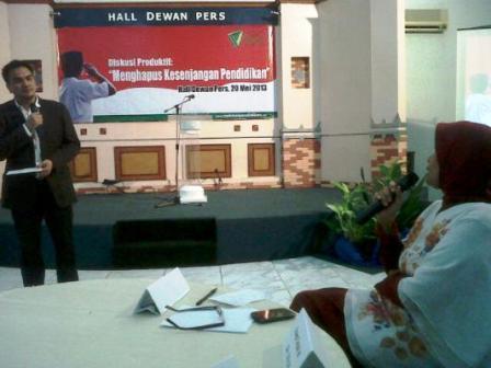 Ibu Prof. Marwah Daud Ibrahim sedang Menyampaikan Pendapatnya
