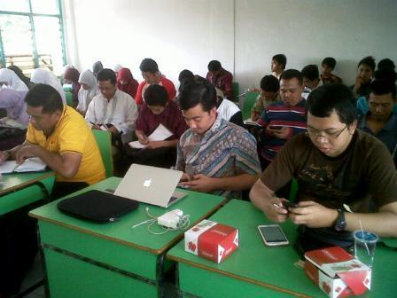 Peserta pelatihan Menulis di STIE Husnayain Cijantung