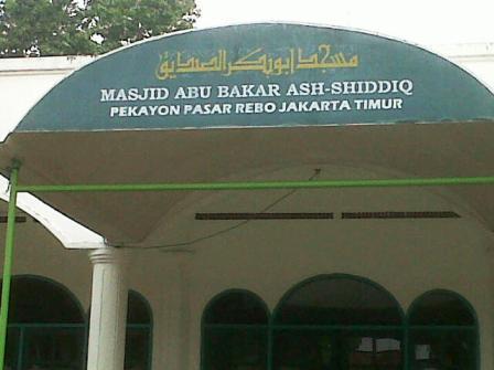 Sholat Berjamaah usai Pelatihan di Masjid Abu Bakar