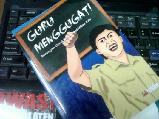Buku Guru Menggugat Karya Satriwan