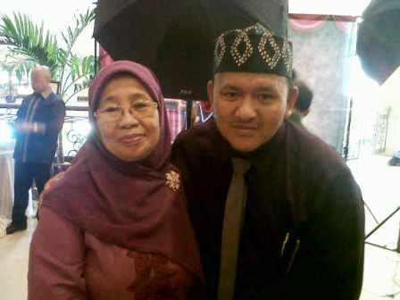 Foto Bareng Ibu Husna dan Pak Mustafa