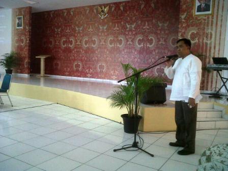 Drs. H. Asdi Wiharto membuaka acara dengan doa