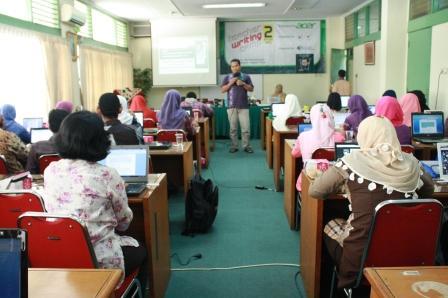Kegiatan Teacher Writing Camp di Kampus UNJ Rawamangun