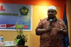 Omjay di Seminar Nasional PTK UBH Padang
