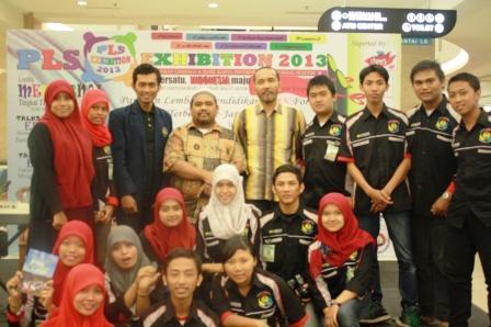 Omjay bersama Teman-teman Mahasiswa Surabaya