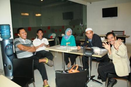 Pak Urip, Pak Rudy, Ibu Amiroh, Pak Yusrizal, Pak Sawali (pemenang guraru award)