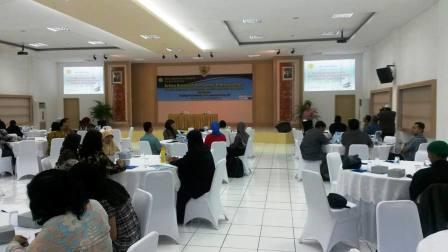 Kepala SMA Labschool Jakarta, Drs. H.M. Fakhruddin, M.Si Membuka acara