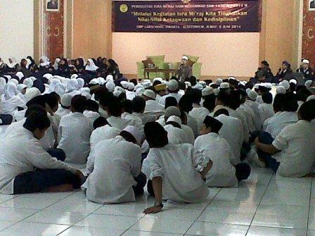 Peringatan Isra' Mi'Raj di SMP Labschool Jakarta