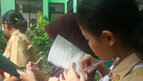 belajar di kebun sekolah