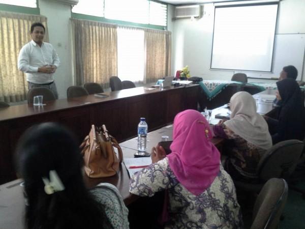 Kegiatan belajar bahasa Inggris di wisma UNJ Rawamangun Jaktim